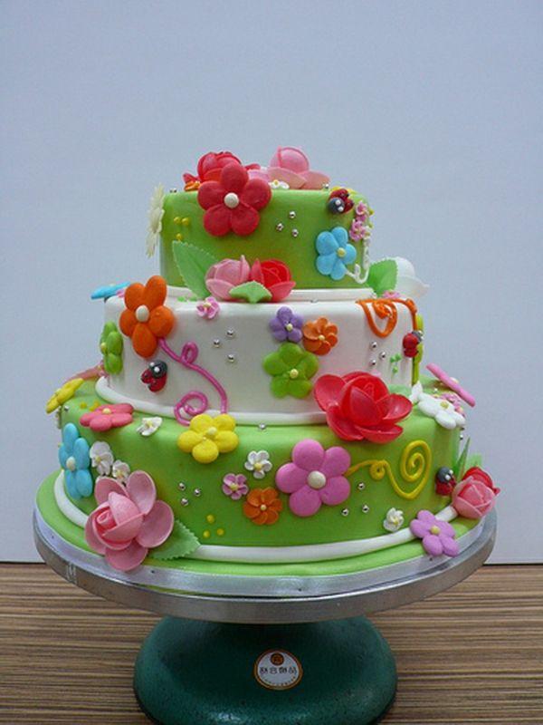 wunderschöne Torte mit Blumen Frühlingsthema  Doris Kuchen ...