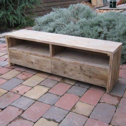 Tv meubel 'Wik', uitgevoerd met lades, deurtjes, open vlakken ... alles is mogelijk bij een op maat gemaakt meubel van Rustikal Meubelen. Kijk voor meer informatie op ww.rustikal.nl