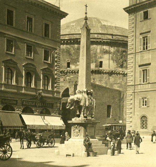 Piazza della Minerva, primi del Novecento Ph. @MorenaMarina17