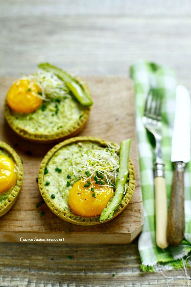 Mini quiches con farina di canapa, asparagi e uovo