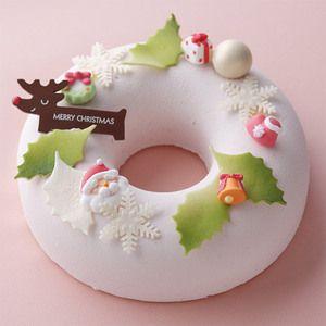 遊び心のあるリース型にクリスマスの装飾をちりばめました。【新宿店23日・24日・25日店頭お渡し】クリスマスリース