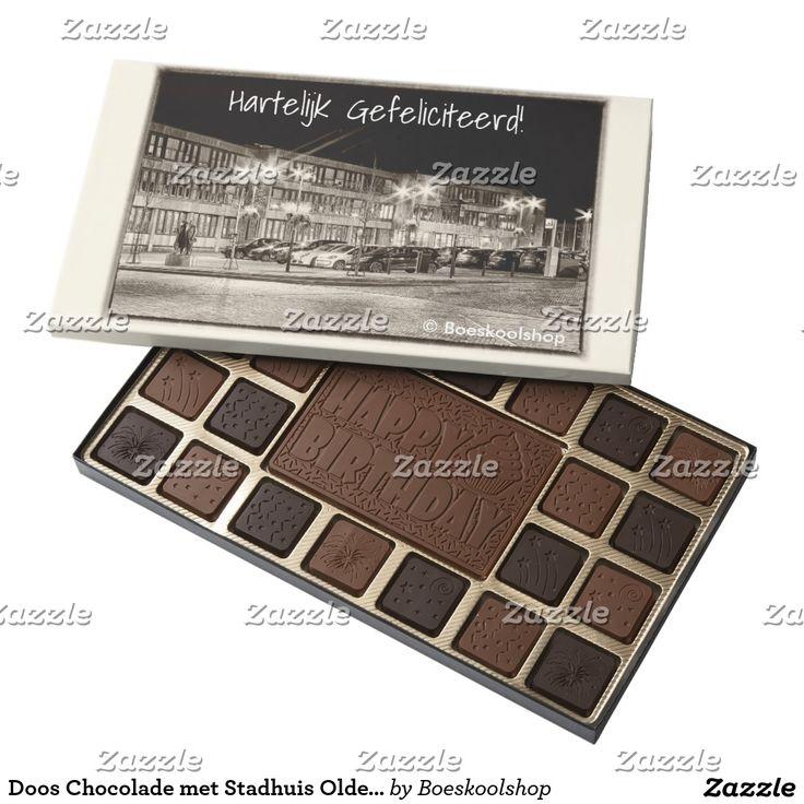 Doos Chocolade met avondfoto van het Stadhuis in Oldenzaal. Met de mogelijkheid om tekst te verwijderen c.q. aan te passen dan wel eigen logo toe te voegen.