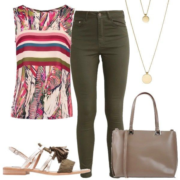 L'outfit è composto da un top a fantasia con scollo tondo Sisley, un paio di jeans skinny fit ed una shopping bag Blugirl Blumarine. Completano il look i sandali in pelle color platino e kaki e la collana a doppio giro.