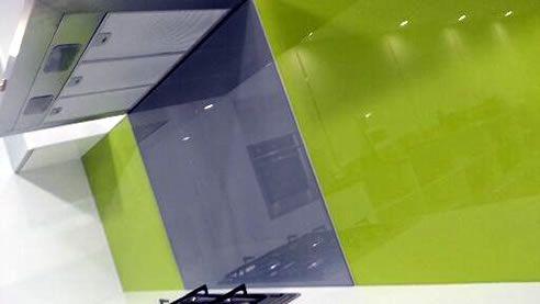 Make a statement with a green acrylic splashback http://www.spec-net.com.au/press/0214/isp_260214.htm #greensplashback