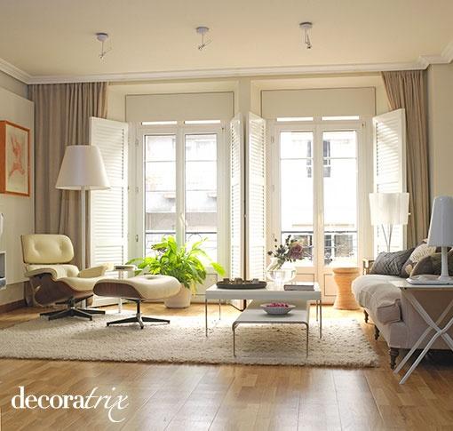 salon-moderno-en-ambiente-clasico
