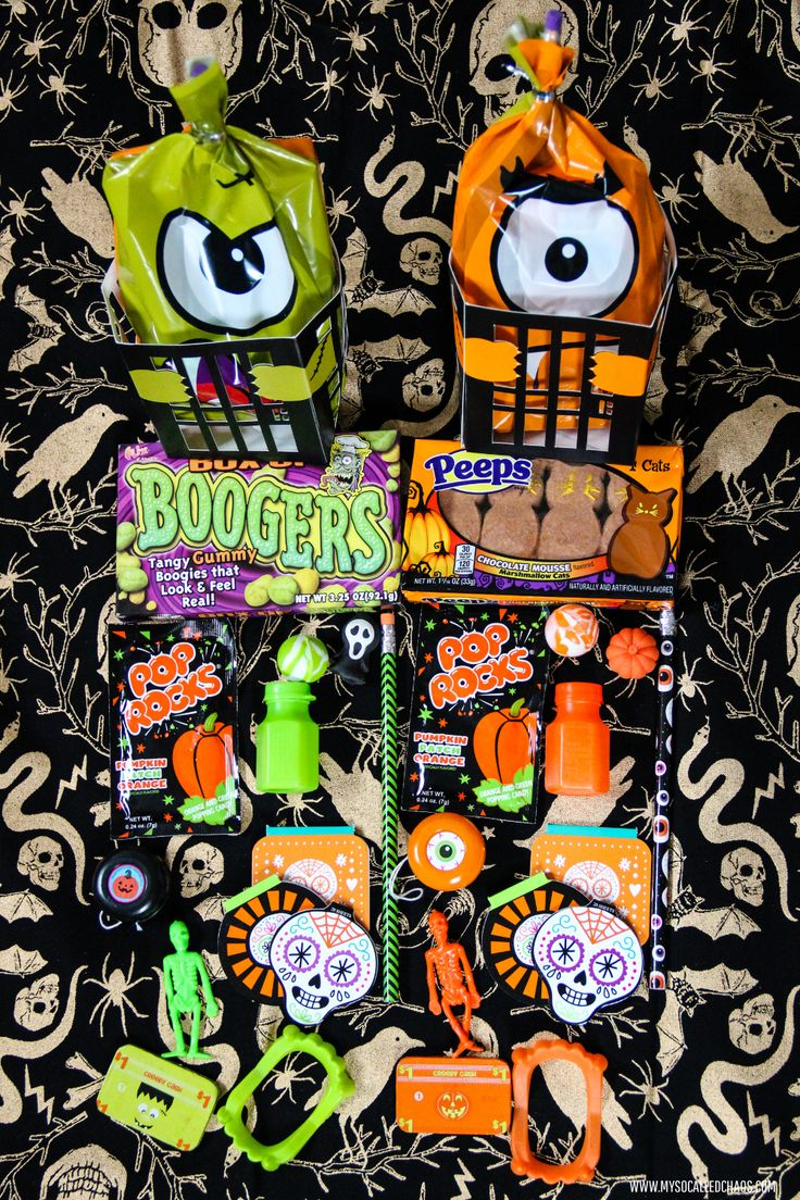 Easy DIY Halloween Goodie Bags - http://mysocalledchaos.com/2015/10/diy-easy-halloween-goodie-treat-bags.html