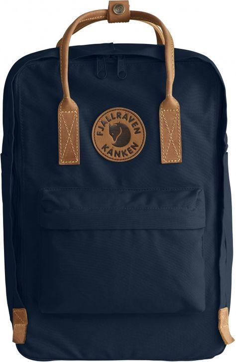 Slitstark Kånken-ryggsäck med vadderat fack för bärbar dator. Sydd i kraftig G-1000 HeavyDuty med detaljer i läder. Precis som originalmodellen är det en uthållig vardagsryggsäck, lika praktisk på väg till skolan eller jobbet som på utflykt eller resa. Hu