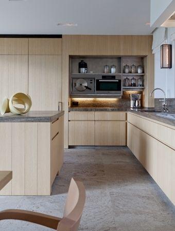 very similar white oak cabinets to our new kitchen-to-be..keuken, leefkeuken, hedendaagse keukeninrichting