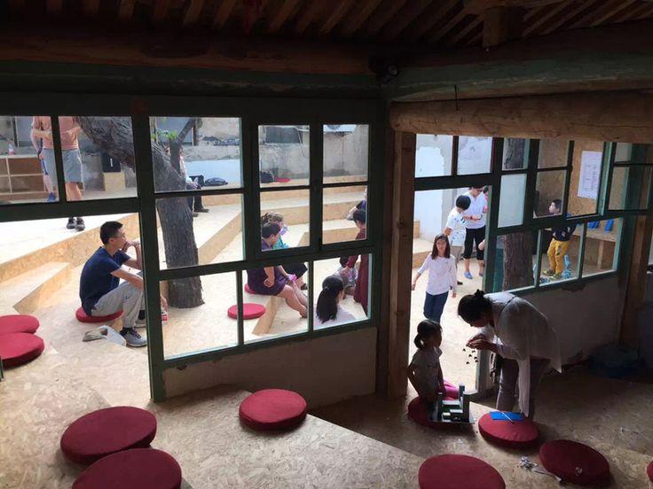 BaO architects installs BAITAcinema inside a beijing hutong