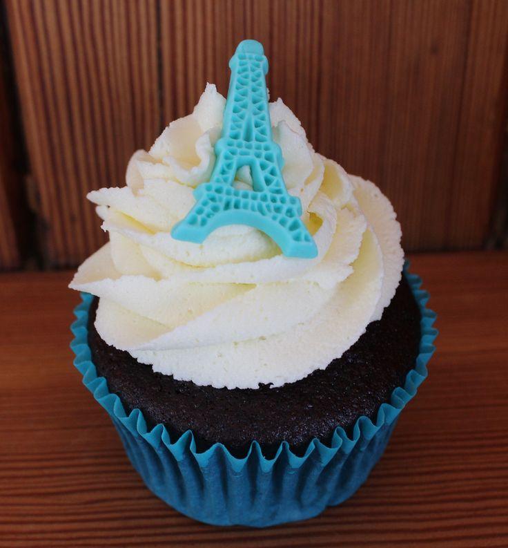 Eiffel tower on a cupcake