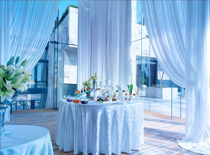 From Mad hatter's Tea Party to Midsummer's Night party! We make it happen at the glasshouse. #TeaParty #Party #GlassHouse http://www.vivantabytaj.com/gurgaon
