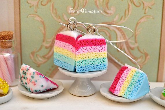 Orecchini torta arcobaleno in fimo colori di PetitMiniatures, €20.00