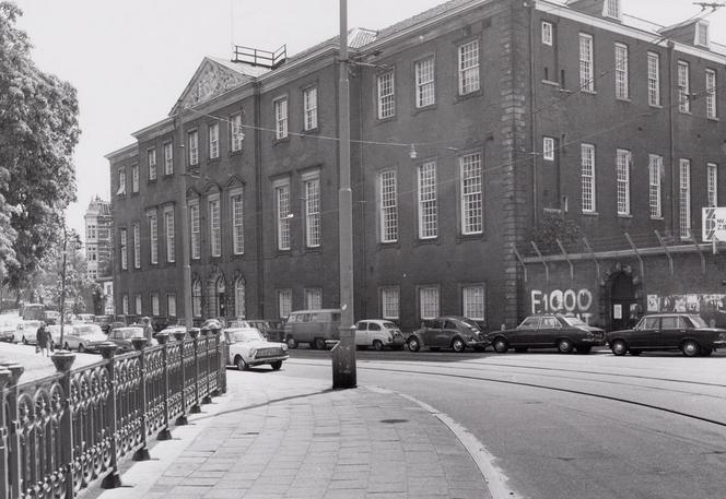 1972. A view of the Dr. Sarphatihuis, a nursing home in the Roeterstraat of Amsterdam. The building was built between 1779 and 1782. Over the years the Dr. Sarphatihuis was used for various purposes. In 1933 it became a nursing home for sick and disabled seniors run by the city of Amsterdam. In 1978 the building was named after Samuel Sarphati, an Amsterdam physician, and philanthropist. Today it serves about 220 seniors. Photo Stadsarchief Amsterdam. #amsterdam #1972 #Sarphatihuis…