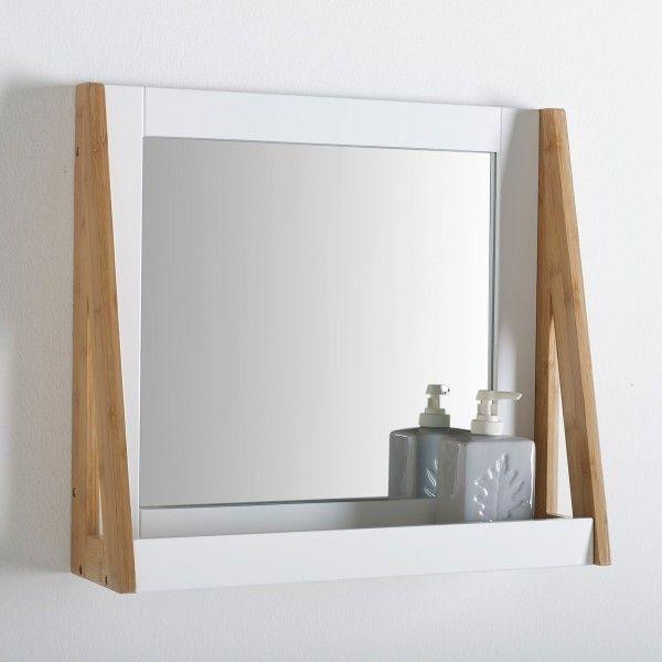 Joli miroir pour la salle de bain style scandinave blanc & bois avec tablette.  Découvrez LE guide ultime pour trouver le miroir parfait pour votre salle de bain >> http://www.homelisty.com/miroir-salle-de-bain-le-guide-ultime/