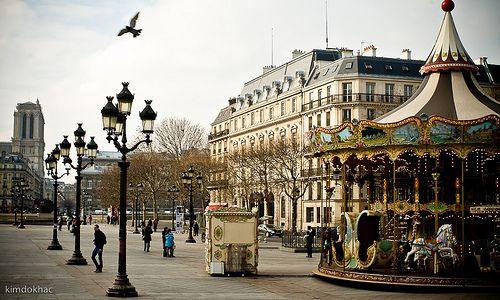 Place de l'hotel de ville, Paris