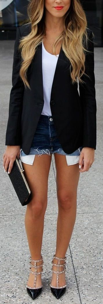 Like the blazer top combination. Valentino shoes. With skinny jeans!