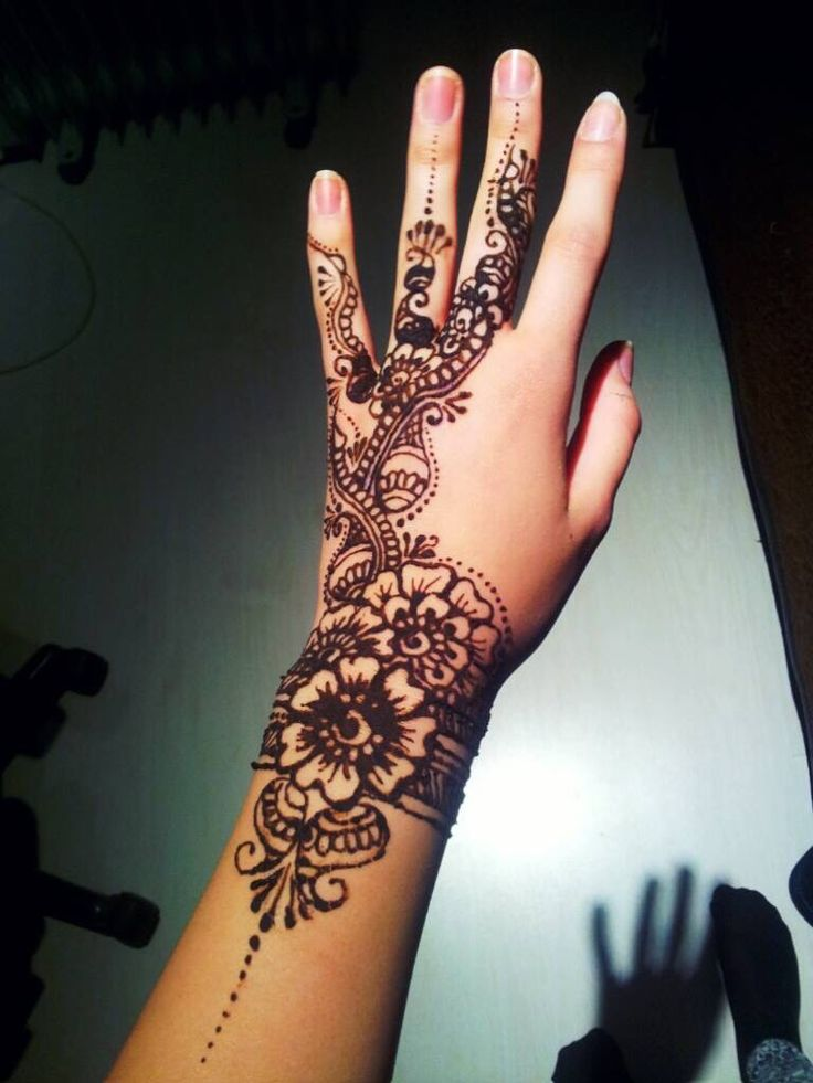 By me! ^-^ #henna #design #mehndi #bodyart #tattoo #art #ilovehenna #arabic #creativity #blackhenna #skin