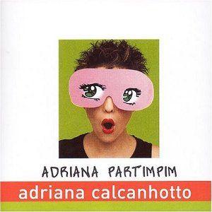 Conçu à l'origine comme un album pour enfants, au final, Adriana Partimpim (2004) s'avère un excellent produit pour adultes. il y a une double composante dans cet album qui en fait sa réussite. Un côté Pop et fun, voire doucereusement déganté (