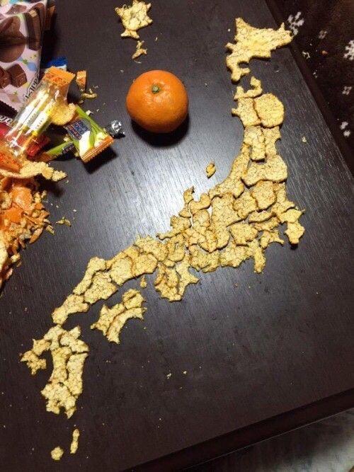 正月が暇すぎて「みかんの皮」で日本列島を作る猛者が現れる