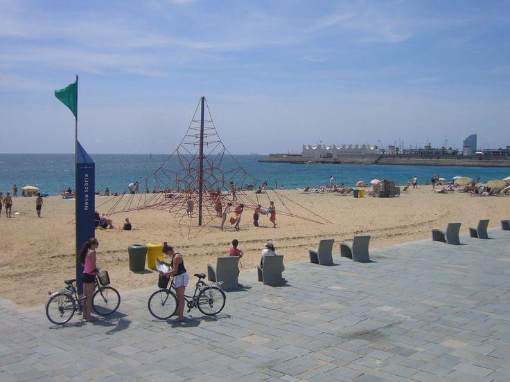 Surf e kitesurf a Barcellona: 5 spiagge tra città e dintorni | Expedia.it