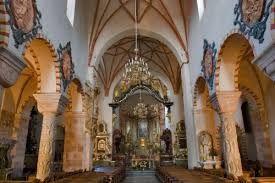 Znalezione obrazy dla zapytania kolumny z kościola św trójcy w strzelnie
