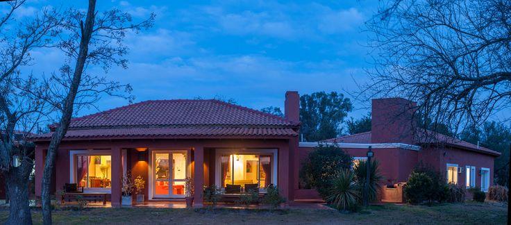 La Zenaida Lodge at night