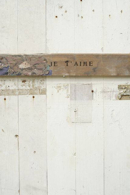 [je t'aime] by wood & wool stool, via Flickr: http://www.flickr.com/photos/woodwoolstool