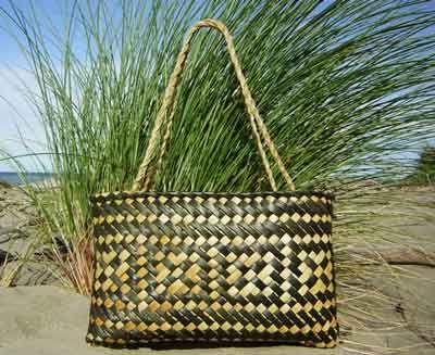 Wildsands Weaving NZ flax basket (kete)