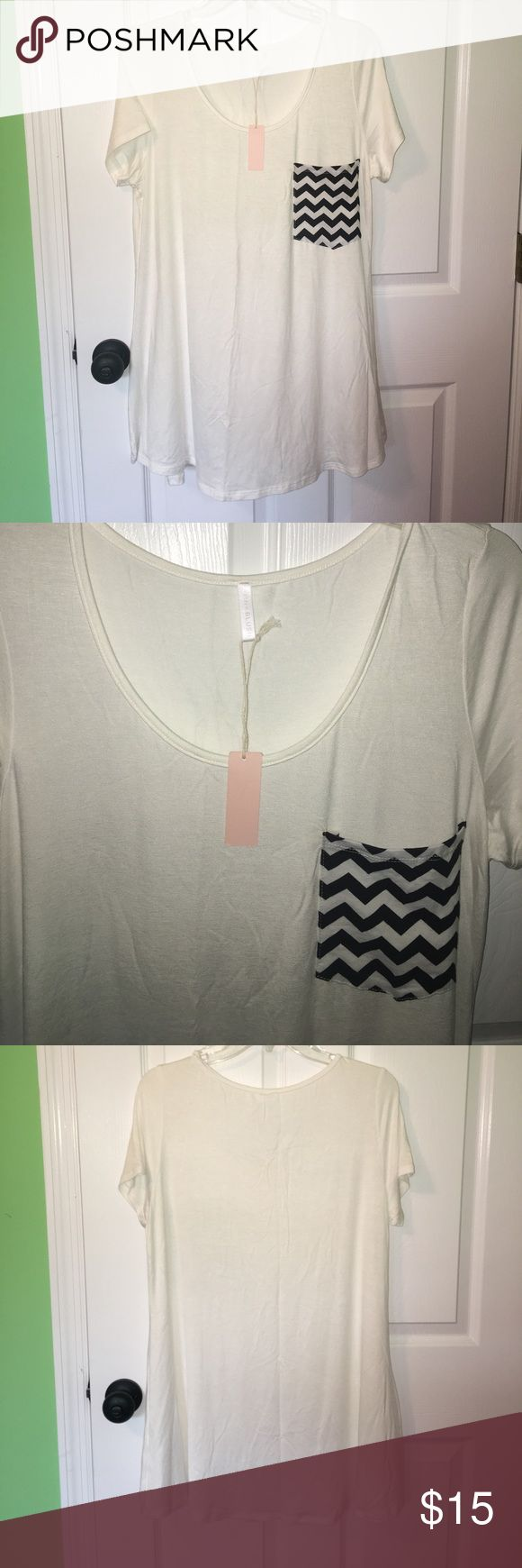 Maternity Chevron Pocket Tee NWT from PINKBLUSH. Size 1X. It so wrinkly because it's been in the clear bag it came in. Pinkblush Tops Tees - Short Sleeve
