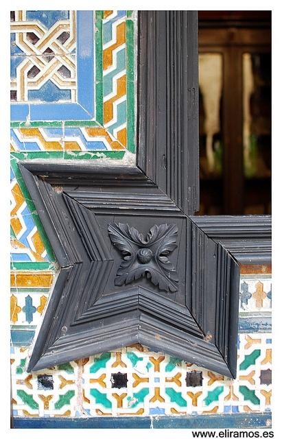 """Detalle del Palacio de Lebrija """"Madera sobre azulejos"""" by EliMaceiras, via Flickr #VIVEnSevilla"""