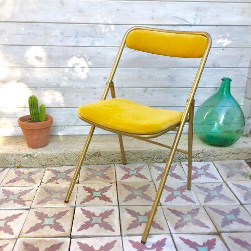 Dcoration Brocante Ambiance Vintage Ancienne Chaise Marque Plichaise Assise Et Dossier En Velours Couleur Moutarde