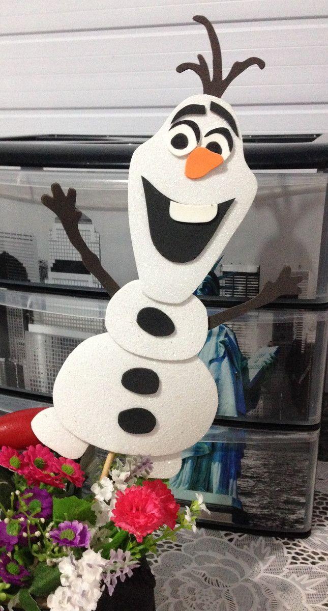 Aplique do Olaf em EVA, com 25cm de altura, fixado no palito. Ideal para centros de mesa. Confeccionado em EVA 2mm branco GLITTER.