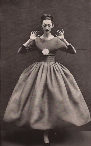 1960s, Balenciaga gown photographed by Richard Avedon www.vintagehatsandaccessories.com