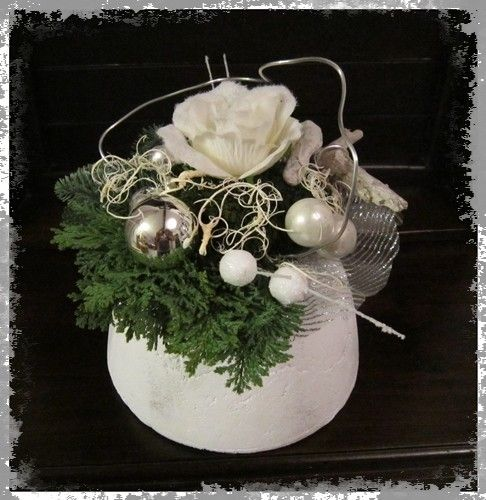 Voorbeeldkaart - Klein kerststukje - Categorie: Bloemschikken - Hobbyjournaal uw hobby website