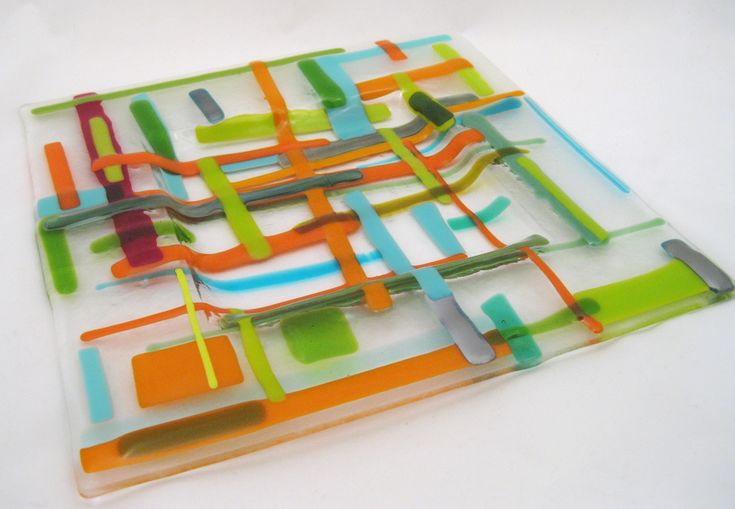 called garden plaid - easy project for scraps - I like the colors. More ideas and story on their website. Calyx Glass Blog: artVenture 2012 Fused Glass Plates