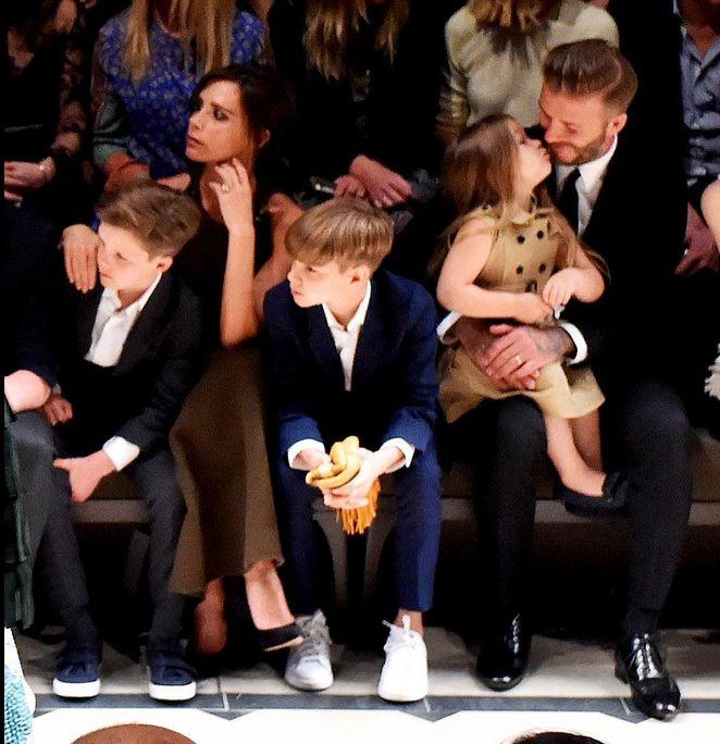 #People : Découvrez EN IMAGES la famille #Beckham au grand complet au défilé @burberry à Los Angeles.