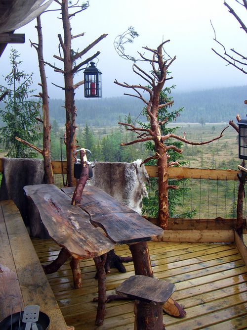 organic shape table - Treehouse Porch, Norway photo via sherry - Blue Pueblo