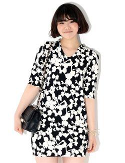 Today's Hot Pick :クラシックフラワーパターン半袖ワンピース【BLUEPOPS】 http://fashionstylep.com/SFSELFAA0006667/bluepopsjp/out [顧客モデルコメント] フラワーパターンのおかげでスリムに見える気がします。 腰周りは少し余裕があってヒップの辺りはピッタリしているから細く見えると思います。 5分丈の袖口が太い腕をカバーしてくれて助かります。 Vネックの首元が特にきれいな感じがします。 着丈も丁度良いので負担なく着こなせると思います。 評価 ★★★★★