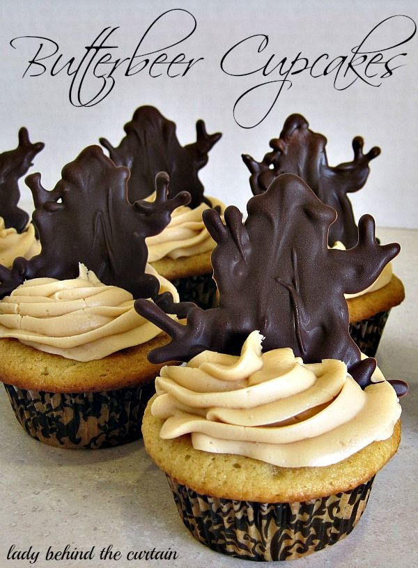 Lady-Behind-The-Curtain-Butterbeer-Cupcakes
