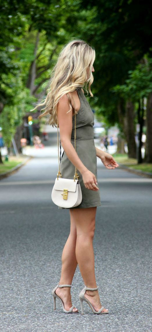 I love this dress! And the heels! Perfect