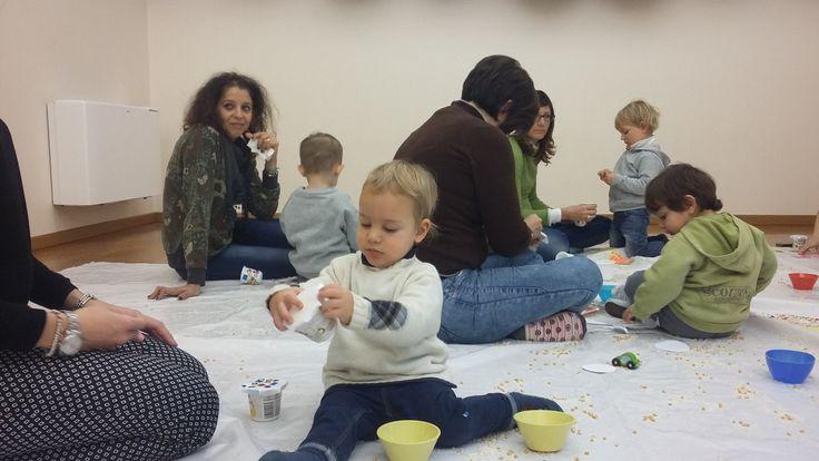 1# Lo spazio gioco in inglese di Primomodo è un momento di crescita attiva, non solo del bambino ma anche del genitore. Entrambi vivono esperienze e laboratori che li fanno crescere..insieme. Happiness is real only when is shared <3