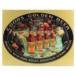 DAMA DE TRÉBOLES. Antiguo cartel publicitario de Coors Beer, la cerveza de las montañas rocosas.  Fundada en 1873 por dos inmigrandes alemanes llegados a Colorado. Hoy día mantiene en ese estado la instalación cervercera más grande y única en el mundo.   Ethan se tomó una botella en el Five Points Café de Denver, la primera vez que Linette lo vio beber alcohol. Porque él, que no bebía licores jamás, no consideraba la cerveza como tal.