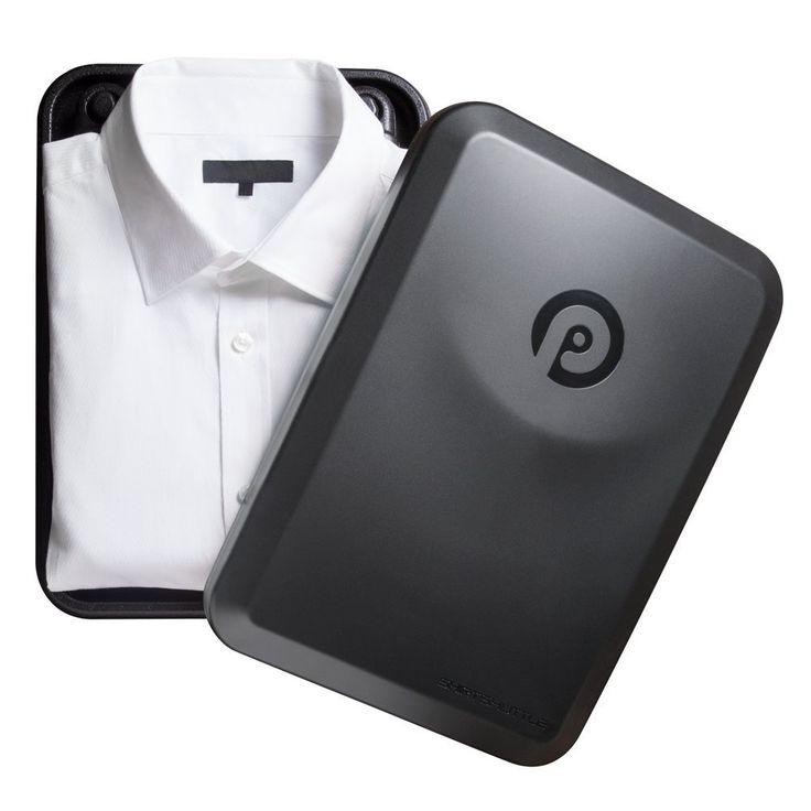 Patrona社製の、超便利かつ手軽にワイシャツが畳める便利グッズ、Shirt Shuttle(シャツシャトル)のご紹介です。 使い方や仕組みは非常にシンプル。 湾曲した縁の周りで布の一片を包む場合は、しわになりにくいことをご存知ですか? 本シャツシャトルは、旅行に持って行くには最適の一品。 あなた