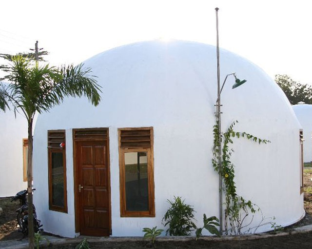 Teeny Tiny 'monolithic' Dome Home. Add two extentions for bathroom and kitchen