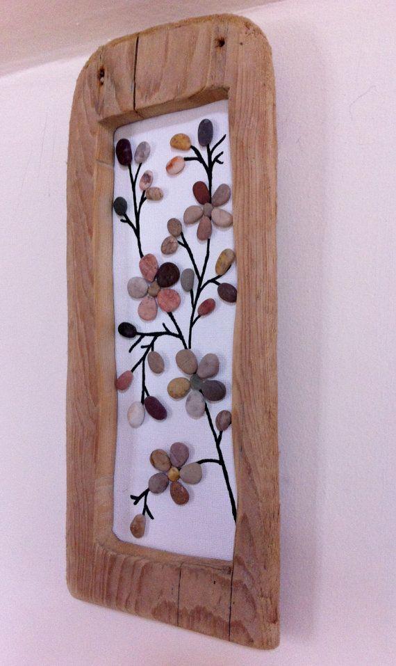 Fleurs de printemps : Plage de galets photo en bois flotté naturel cadre/tenture Art/Pebble/Wall Art
