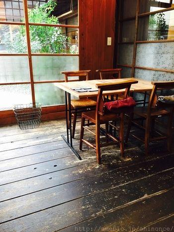 店内も、昭和初期の古民家の雰囲気がそのまま活かされた、趣のある佇まいです。
