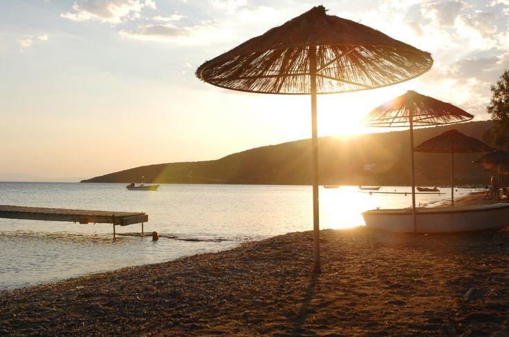 Op het strand van Zuid Evia vertoeven van s ochtends vroeg tot zonsondergang.. heerlijk  http://www.prinosreizen.nl/evia/evia-zuid