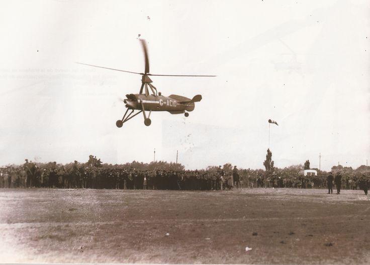 EL VUELO DEL AUTOGIRO: el 7 de marzo de 1934 llegó al aeropuerto de Manises el ingeniero Juan de la Cierva pilotando autogiro de su invención.