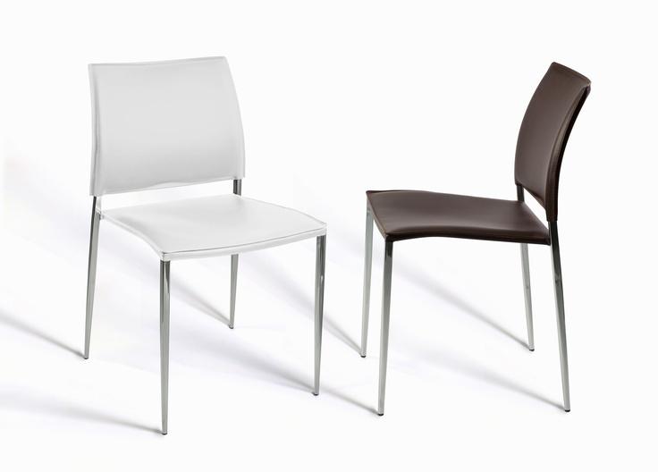 'Cuore' es una silla disponible en dos colores que desprende elegancia y profesionalidad. Seria pero atrevida, en acabados de calidad, te dará todo el confort que necesitas en tu cocina.