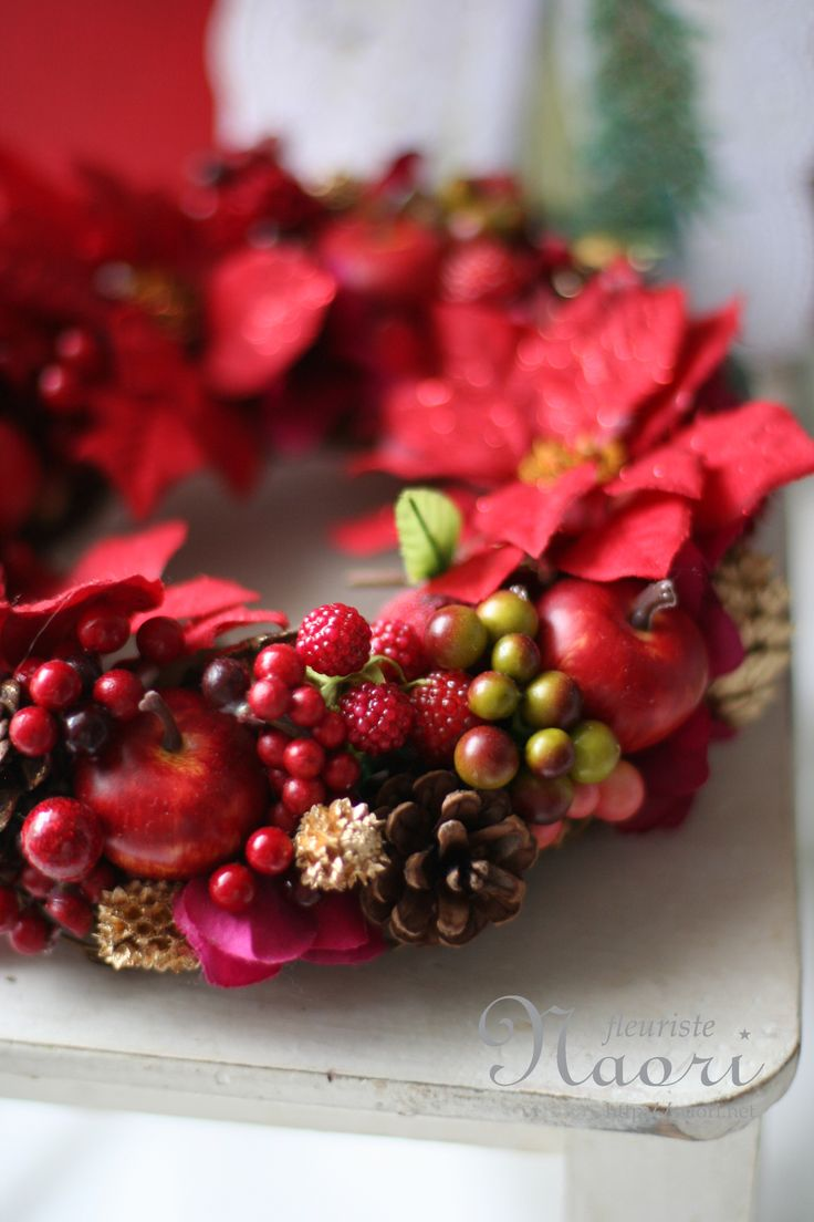 Nice use of apples, berries, pinecones and poinsettia blossoms ~Christmas wreath 2013 クリスマスリース